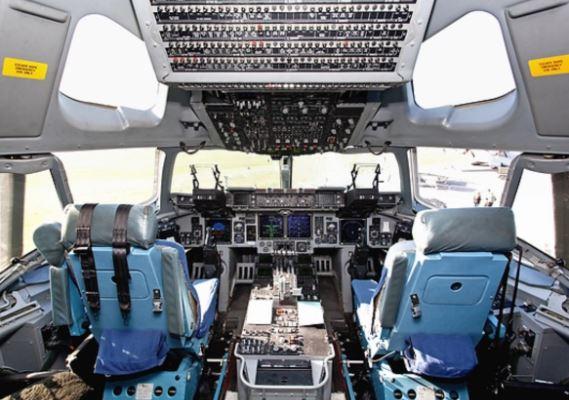 Boeing C-17 Globemaster III cockpit