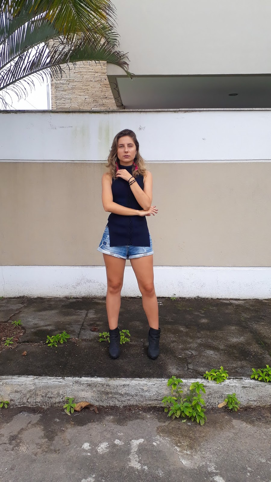 66764a2fef Look do dia  Assimetria +Short Jeans + Botinha! - Laço das Flores