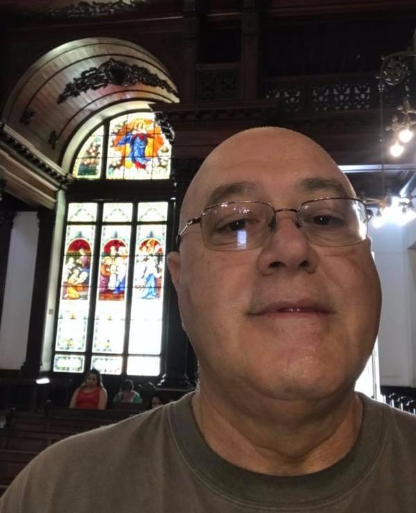 Médico suspeito de matar ex-mulher é encontrado após postar selfie em igreja