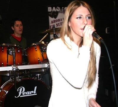 Foto de Nicole Natalino en el escenario