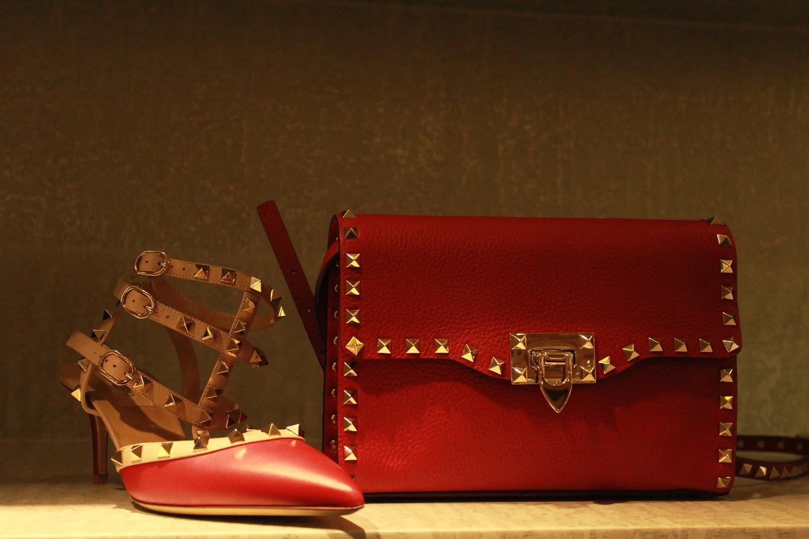 f6f8f8f2f4 Bolsos y Calzado con taches en tonos bastante llamativos para la mujer  elegante y con estilo