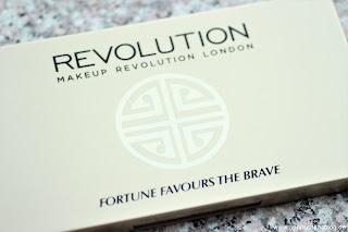 Revolution Fortune Favours the Brave - Palette mit 30 Lidschatten!! - www.annitschkasblog.de