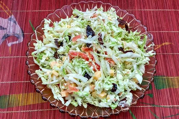 Салат с сыром фетакса и пекинской капустой