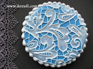 Роспись кружевного пряника сахарной глазурью (айсингом), видео мастер-класс. Имитация вышивки ришелье на прянике.