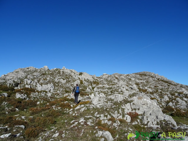 Llegando a la cima del Lobiu