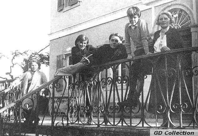Family Lawrence Durrell. Семья Лоренса Даррелла.