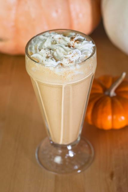 spiked pumpkin milkshake, fall cocktail, autumn cocktail, halloween cocktail, spiced rum, pumpkin ice cream, milk, fall cocktail, autumn cocktail