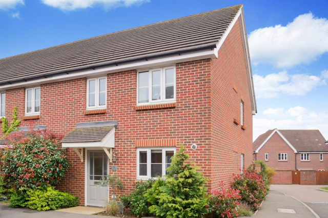 3 bed house, Cuckoo Fields, Fishbourne, Chichester