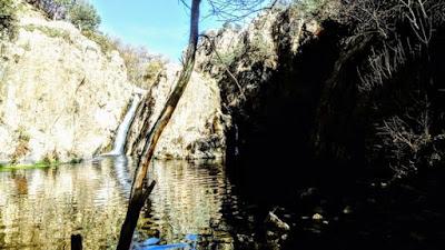 Cascada del Hervidero con el grupo de senderismo - escapadillas.com