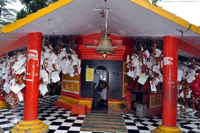 गोलू देवता मंदिर uttarakhand  - यहाँ लिखा जाता है भागवान को पत्र