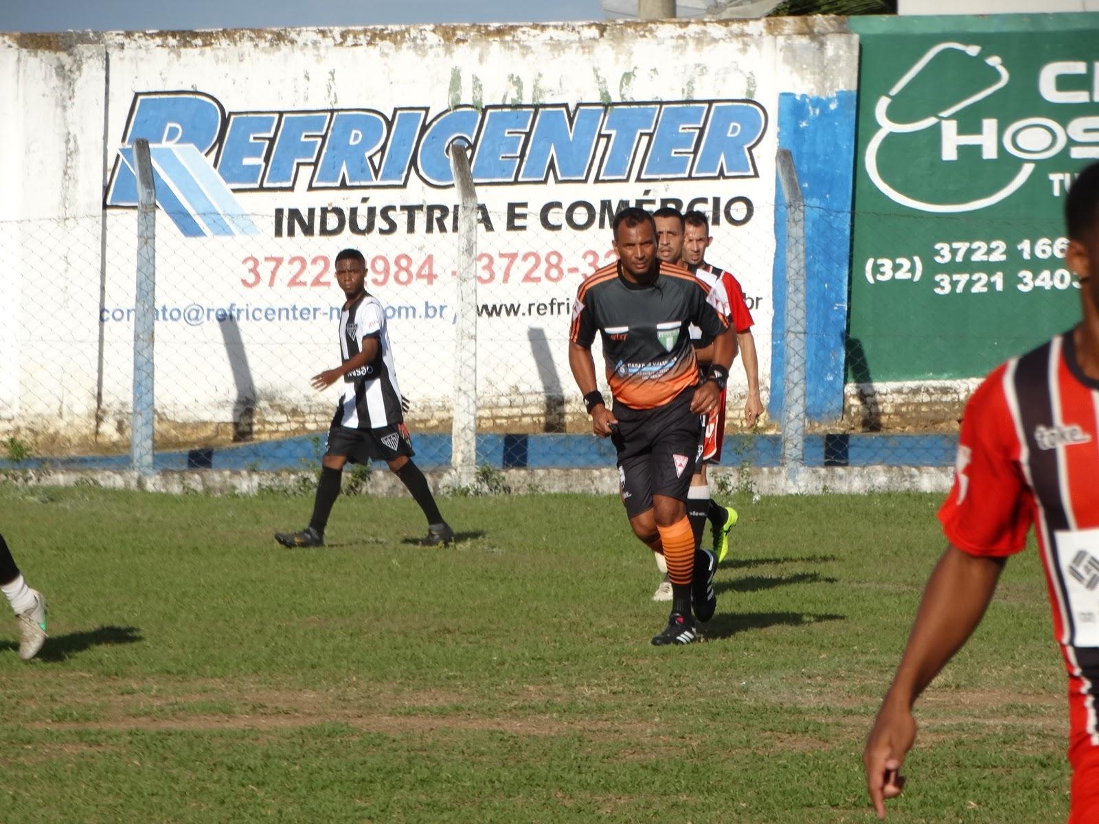 O Campeonato Amador de Muriaé teve neste domingo á tarde mais um jogão de  bola entre as equipes do Familai São Cristovão x Indepedente 20d9f4cdc1704