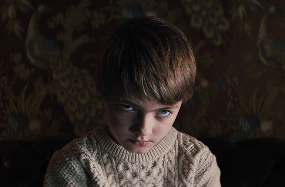 """Tem algo de muito errado com Miles no 2º trailer do terror """"Maligno"""""""