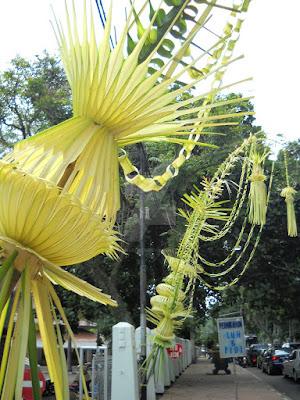 Makna Janur Kuning Dalam Acara Pernikahan - Makna setiap elemen dalam acara pernikah mulai dari tarub, janur kuning, pohon pisang, cengkir gading, tebu dan lainnya