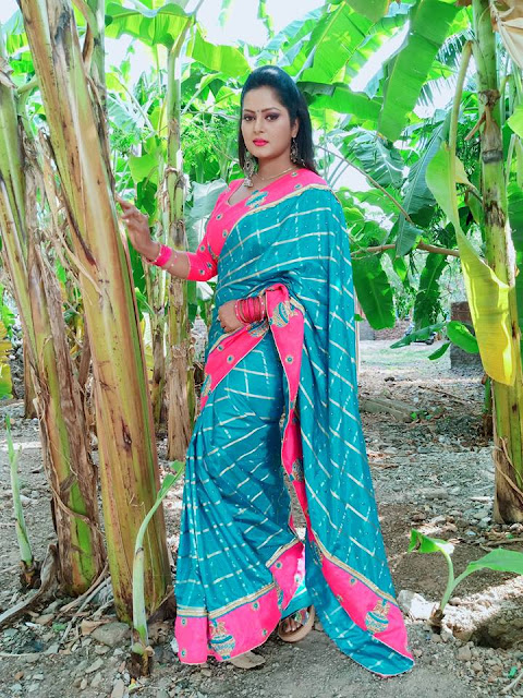 Anjana Singh beautiful photo in purple saree.