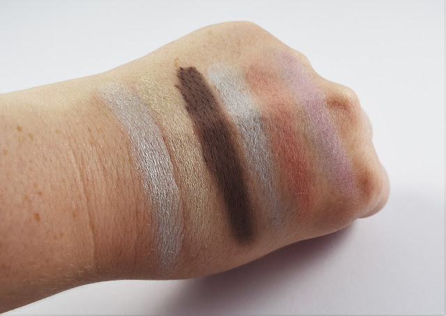 The Sleek i-Divine Nordic Skies Palette swatches