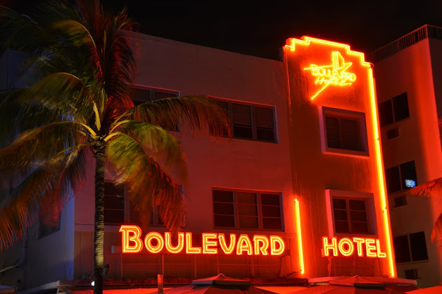 South Beach by Night Boulevard Hotel