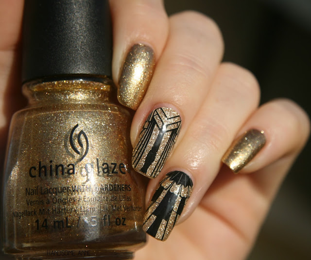 China Glaze - Mingle with Kringle