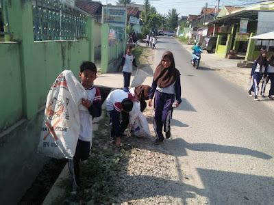 Ratusan ASN dan Pelajar Pungut Sampah di Pringsewu