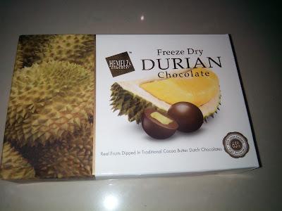 Coklat oleh-oleh yang kami beli di supermarket Top 100