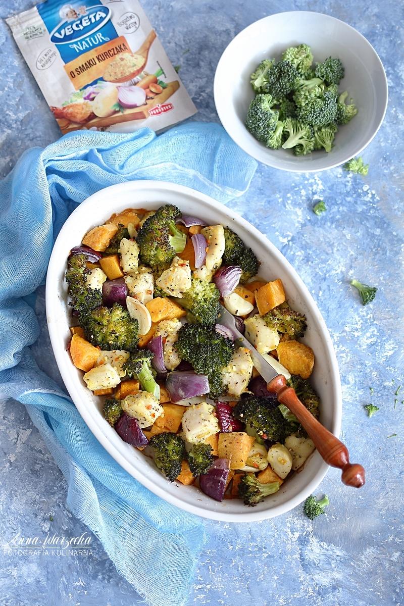 Pieczone bataty z kurczakiem i brokułami