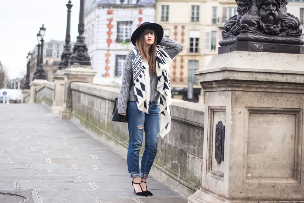 meet me in paree boyfriend jeans and a giant scarf. Black Bedroom Furniture Sets. Home Design Ideas