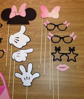 Set props photo booth cu manute, ochelari, urechi amuzante pentru botez tematic Minnie Mouse