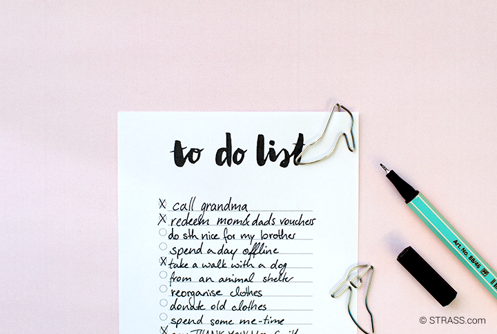 This picture shows a to do list filled with things, that can easily get done within the few remaining days of the old year.