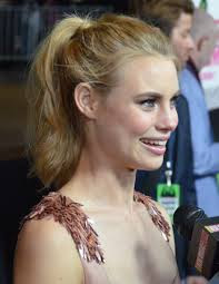 What is the height of Lucy Fry?