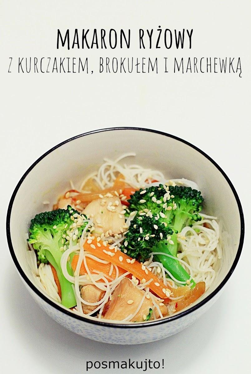 Makaron ryżowy z kurczakiem i brokułem