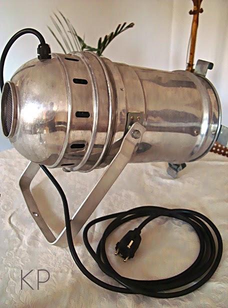 Decorar con focos vintage antiguos. Industrial lamps. Apliques industriales de metal en valencia