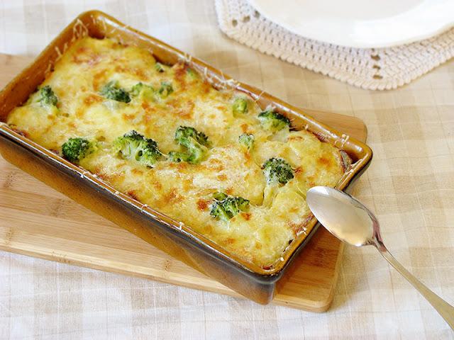 recette bio de gratin de pommes de terre, brocolis et jambon.