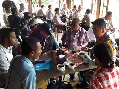 Andre Sukendar Gelar Coffee Morning dengan Awak Media di TanimbarAndre Sukendar Gelar Coffee Morning dengan Awak Media di Tanimbar
