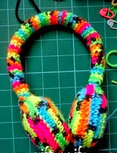 http://translate.googleusercontent.com/translate_c?depth=1&hl=es&rurl=translate.google.es&sl=en&tl=es&u=http://www.niftynnifer.com/2013/12/free-crochet-ear-muffs-pattern-by.html&usg=ALkJrhig35BKqrqBUgAAumvKF80ZK2odYA