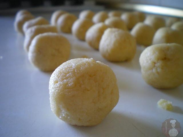 Cuernecillos de vainilla {Vanillekipferl}: bolas de masa