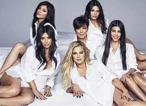VIDEO: Mujer armada entró a tienda y amenazó a las Kardashian ...