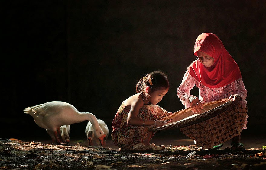 Everyday Life In Indonesian Villages Captured by Herman Damar