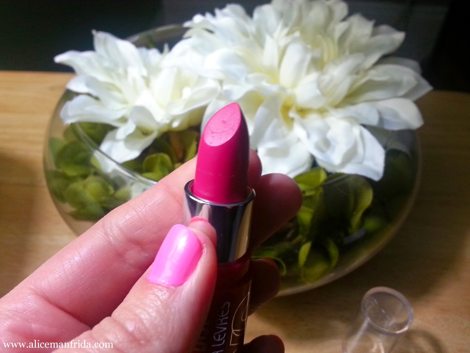 404 Air Kiss, lipstick, pink, hot pink, bargain, budget, drugstore, beauty, makeup