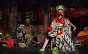 Tari-Tradisional-Topeng-kuncaran-dari-Daerah-Jawa-Barat