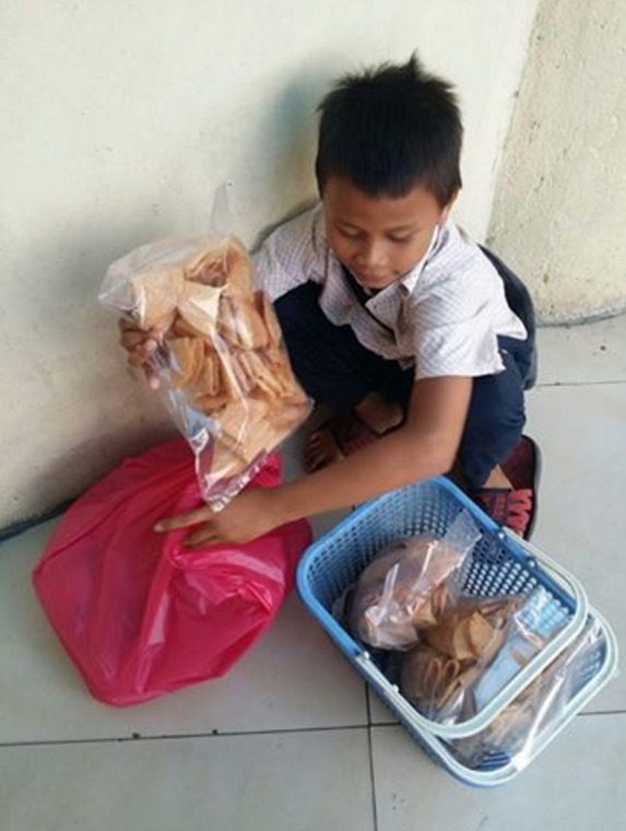 Acap, Anak Kecil yang Sanggup Bersusah Payah Demi Membantu Keluarga