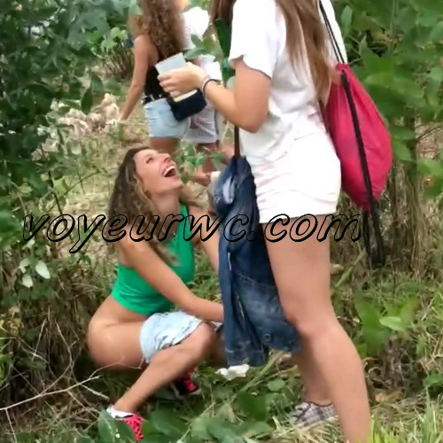 Girls Gotta Go 66 (Drunk Spanish girls pissing on hidden camera in the bushes)