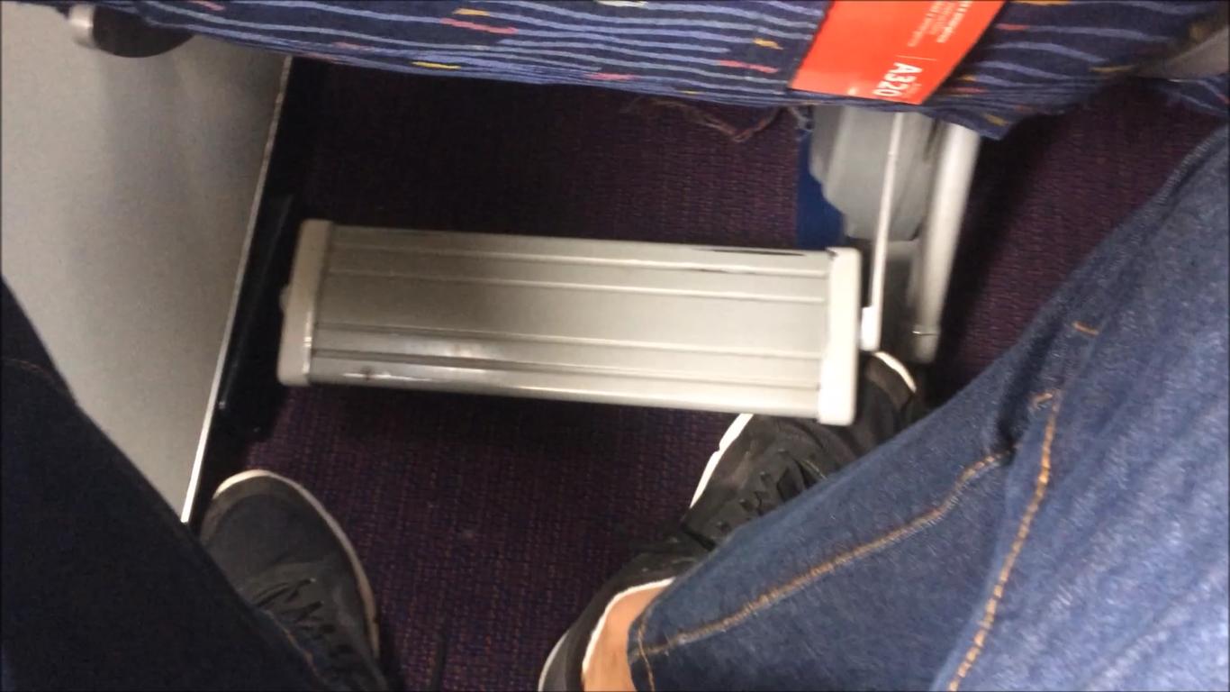 encosto de pé quebrado avião