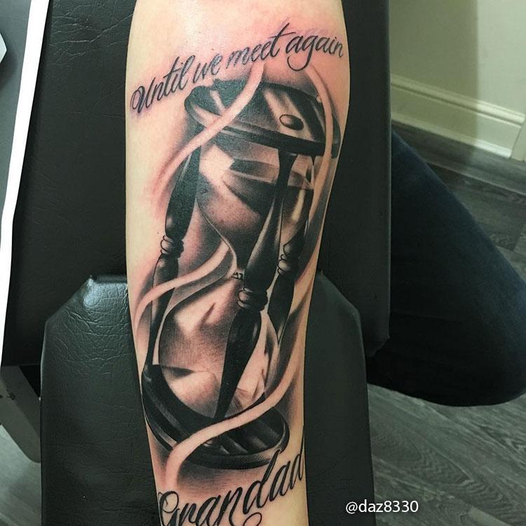 Tatuajes de Relojes de Arena con Letras