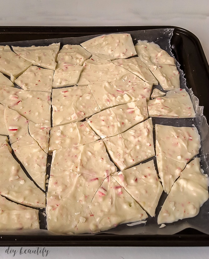Simple 3-ingredient Candy Cane Bark is a perfect holiday treat for sharing! Find more at diy beautify!