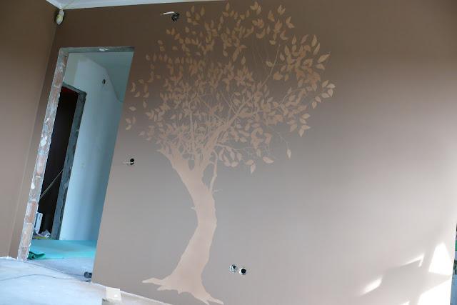 Malowanie drzewa na ścianie w sypialni, Warszawa