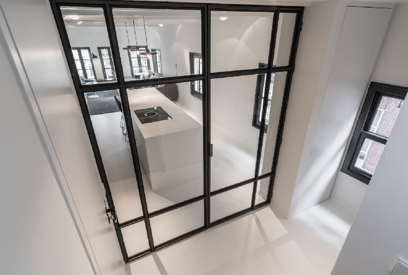 Appartamento di 90 mq su due livelli in stile minimalista