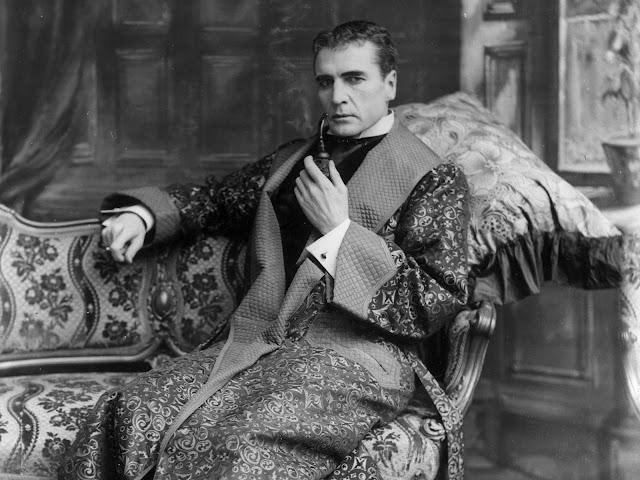 I Hear of Sherlock Everywhere: Sherlock Holmes's Dressing Gown(s)