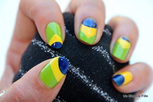 http://unblogdefille.blogspot.fr/2014/07/nail-art-brazil-cdm-2014.html