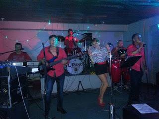 grupo musical uranio, el barril la lima de cartago, tocando en vivo