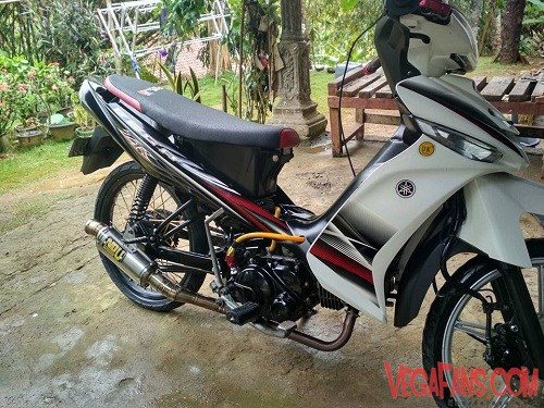 Modifikasi Vega ZR Hitam Putih Ala Racing Elegan