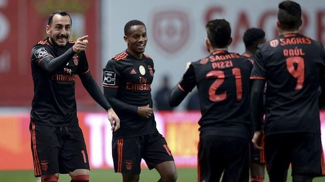 Mitroglou faz golaço e Benfica vence Braga